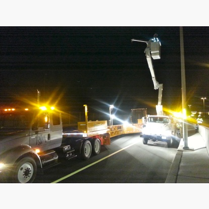 Repairing Lightpost with Bucket Crane and MBT-1 on Capital Beltway I-495 Express Lanes